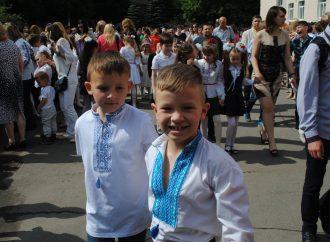 Дніпропетровська «Батьківщина» привітала з останнім дзвоником рідну школу Юлії Тимошенко
