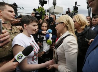 Надія Савченко - в Україні! «Батьківщина» зустрічає Надію в аеропорту. Київ, 25.05.2016.