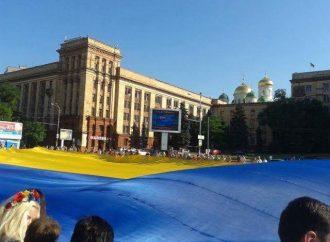 У Дніпрі «Батьківщина Молода» розгорнула найбільший у світі прапор України