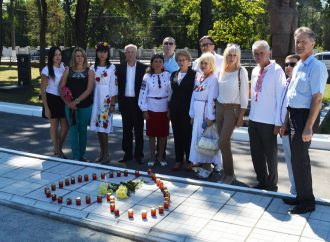 Житомирські партійці вклонилися пам'яті героїв, що загинули під Іловайськом