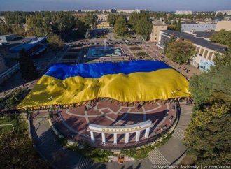 На Запоріжжі розгорнули найбільший прапор України