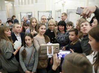 Юлія Тимошенко у ВРУ відвідала виставку робіт людей з особливими потребами, 06.12.2016