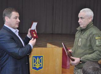 Сергій Євтушок нагородив Почесною грамотою ВРУ бійця АТО