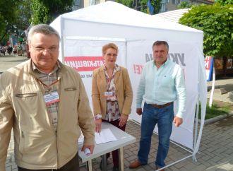 «Батьківщина» Хмельниччини: Люди активно підтримують збір підписів проти продажу землі