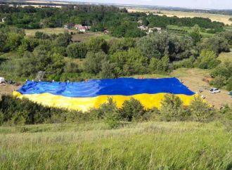 До Дня Конституції «Батьківщина Молода» на Одещині розгорнула прапор-велетень