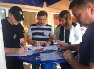 Ганну Старикову та депутатів облради не впустили в приміщення обласної прокуратури