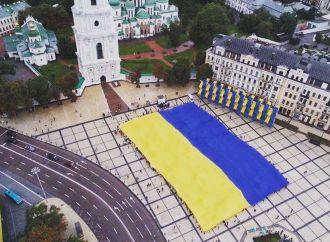 «Батьківщина» розгорнула у Києві найбільший у світі стяг України