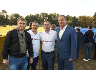 «Батьківщина Молода» розгорнула на Одещині найбільший у світі прапор України