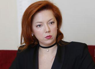 Альона Шкрум: «На службі» у президента, а не держави