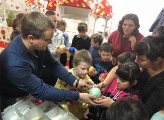 «Батьківщина Молода» провела благодійну акцію «Подаруй дитині свято»