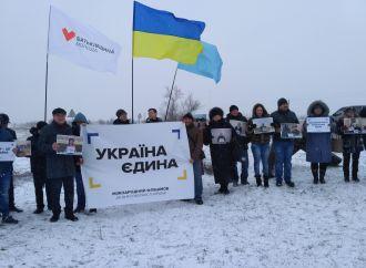 На кордоні з Кримом розгорнули найбільший прапор України