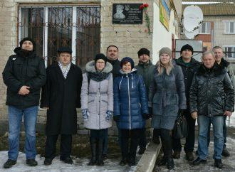На Луганщині партійці взяли участь у відкритті меморіальної дошки видатному земляку