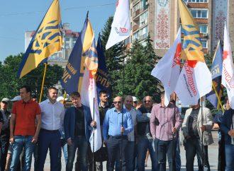Черкаські партійці протестували проти виборів за законом Януковича