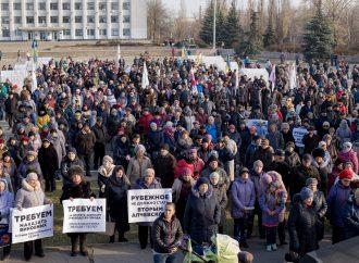 «Батьківщина» провела мітинг у Рубіжному, вимагаючи дати тепло у квартири містян