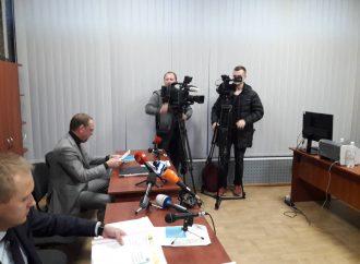 Боягузливі і непрофесійні суди допомагають Порошенку фальсифікувати вибори, – Сергій Власенко