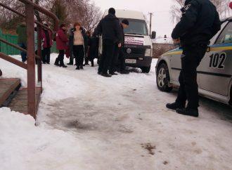 «Батьківщина» Чернігівщини: Агітатори чинного президента купують виборців за продукти