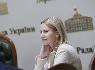 Олена Кондратюк: Найголовніше – дотримуватися та виконувати положення Конституції, наповнювати їх реальним практичним змістом