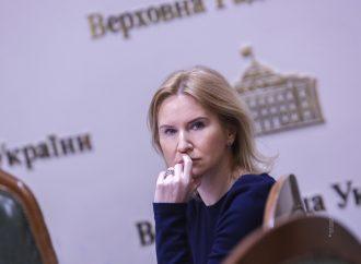 Олена Кондратюк: Під час пандемії коронавірусу влада мусить перестати боятися гострих питань та врешті почати показувати приклад