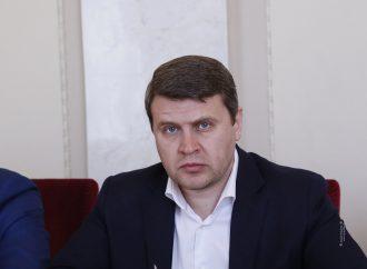 Вадим Івченко: Уряд бездумно розкидається грошима, які мали б піти на захист та лікування людей