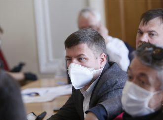 Андрій Пузійчук: Потрібно забезпечити медпрацівникам гідні зарплати та належні умови праці