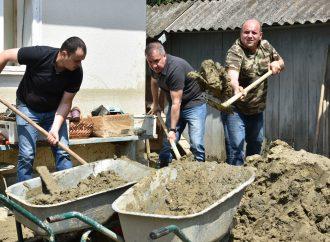 На Буковині партійці «Батьківщини» розпочали марафон допомоги потерпілим від повені