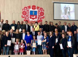Черкаські «батьківщинівці» нагородили учасників благодійного проєкту