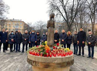 Столичні «батьківщинівці» вшанували пам'ять жертв Голодоморів