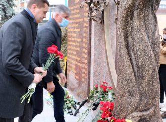 Черкаські «батьківщинівці» взяли участь у відкритті меморіального комплексу «Незламні духом»