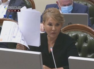 Влада обманює українців: Юлія Тимошенко продемонструвала реальні платіжки за газ