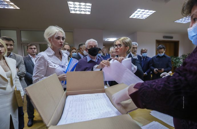 Продажа земли: депутаты и фермеры подали документы для сбора подписей для защиты земли