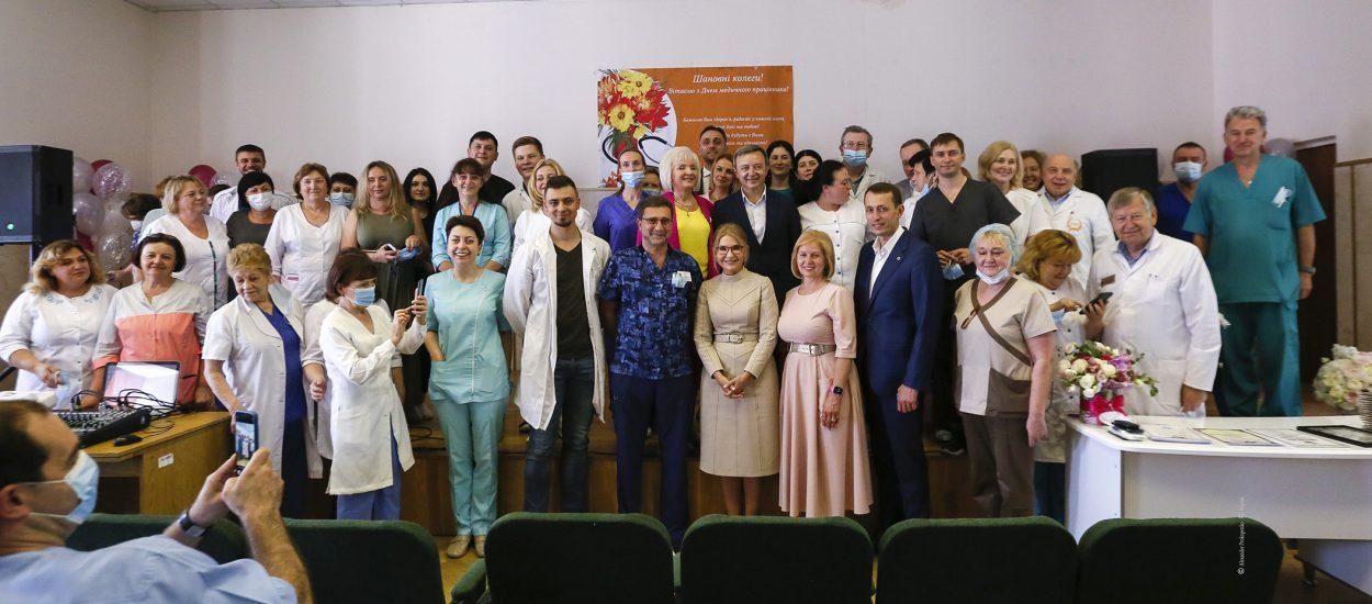 Вітаю і вибачаюся: Юлія Тимошенко відвідала Олександрівську лікарню в Києві напередодні Дня медика